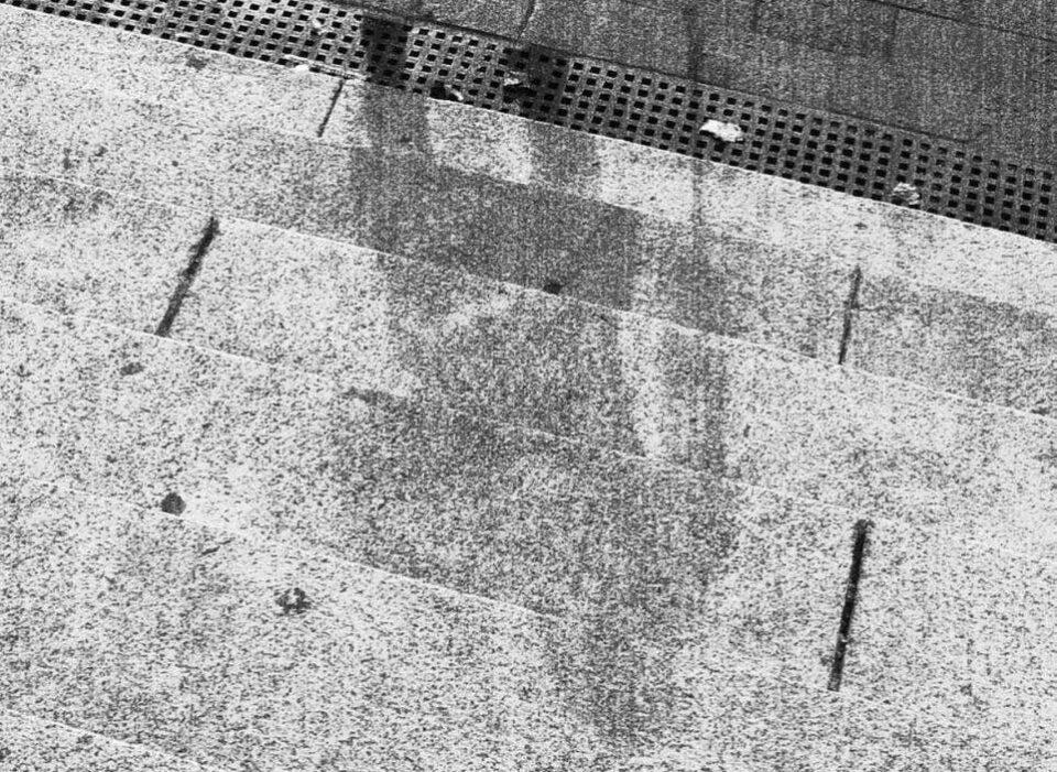 ФОТО: Зошто по падот на атомската бомба, сенките на луѓето остана на бетон?