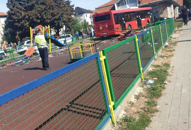 ВИДЕО: Позната е причината за тешката несреќа во Земун- на автобусот му се случила ибертуража?!