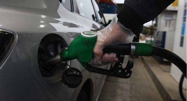 Без сертификат не може ниту бензин да се наточи: Го заклучил возилото и ги блокирал останатите- инцидент во Словенија