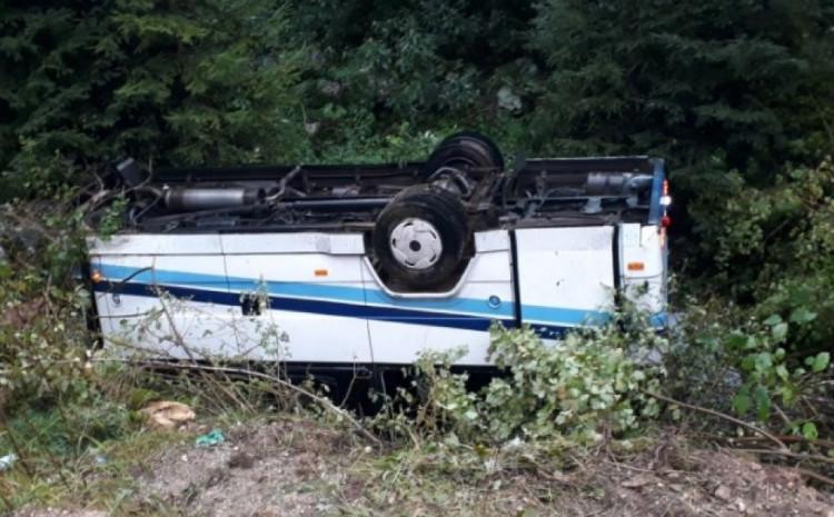 НАЈНОВА ВЕСТ: 16 патници се повредени откако автобус се преврте во тешка сообраќајка во БиХ