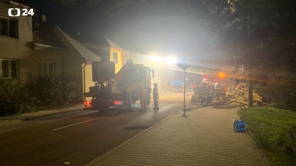 (ФОТОГРАФИИ) Експлозија на плин: Двајца загинати и четворица повредени во страшна експлозија во Чешка