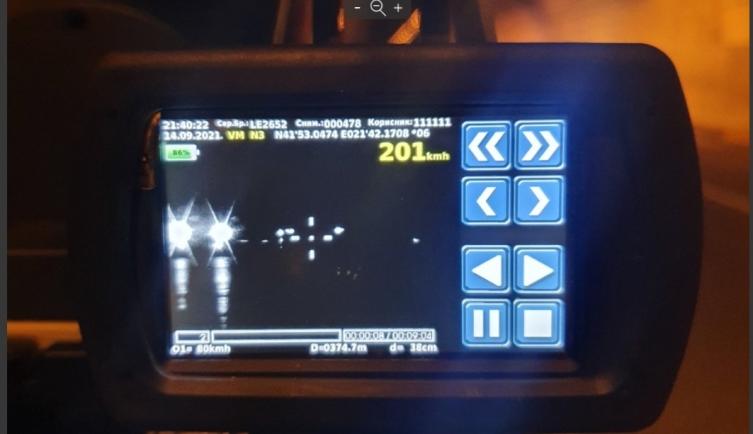 """ФОТО: Ноќен радар """"фати"""" возач кој возел со 201 км/час во Македонија"""