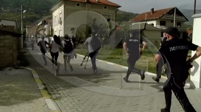 ВОНРЕДНА ВЕСТ: Демонстрантите се судрија со полицијата во Тетово (ВИДЕО)