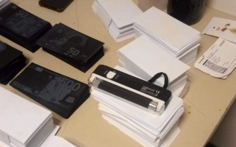 МВР објави фотографии од фалсификувани милион евра на скопскиот аеродром (ФОТО)