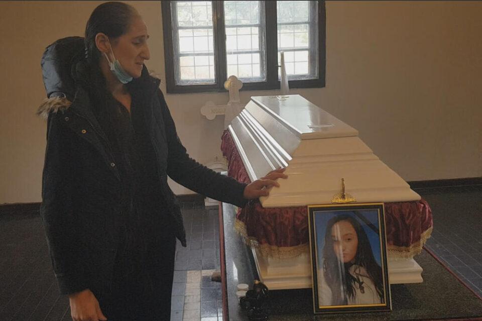 Погребана во бел ковчег: 20 годишната Јована која почина со близнаци не го послушала предупредувањето