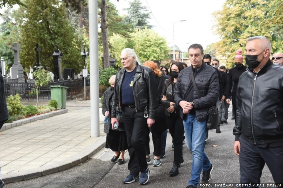 Сопругот на Туцаковиќ бесен на синот поради скандалот на погребот: Покрај Цеца, Лача ги избркал и овие две ѕвезди!