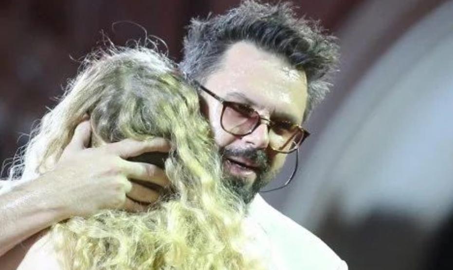 ФОТО: Петар Грашо ја замени Данијела со 14 години помладата ќерка на познатиот музичар