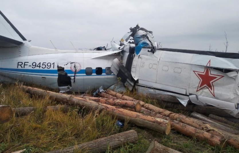 Голема трагедија утрово во Русија: 19 лица загинаа при пад на авион (ВИДЕО)