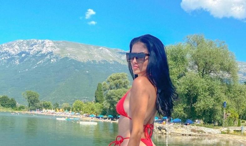 Згодната Македонка ја затегна тангата на феноменалниот задник! (ФОТО)